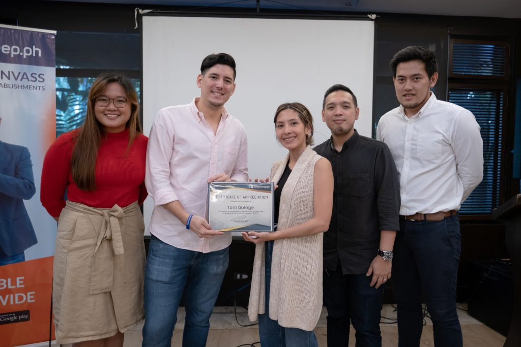 toni quiogue of findwork ph receiving her certificate of appreciation from the beepbeep.ph team for giving her talk on finding the workforce for a business