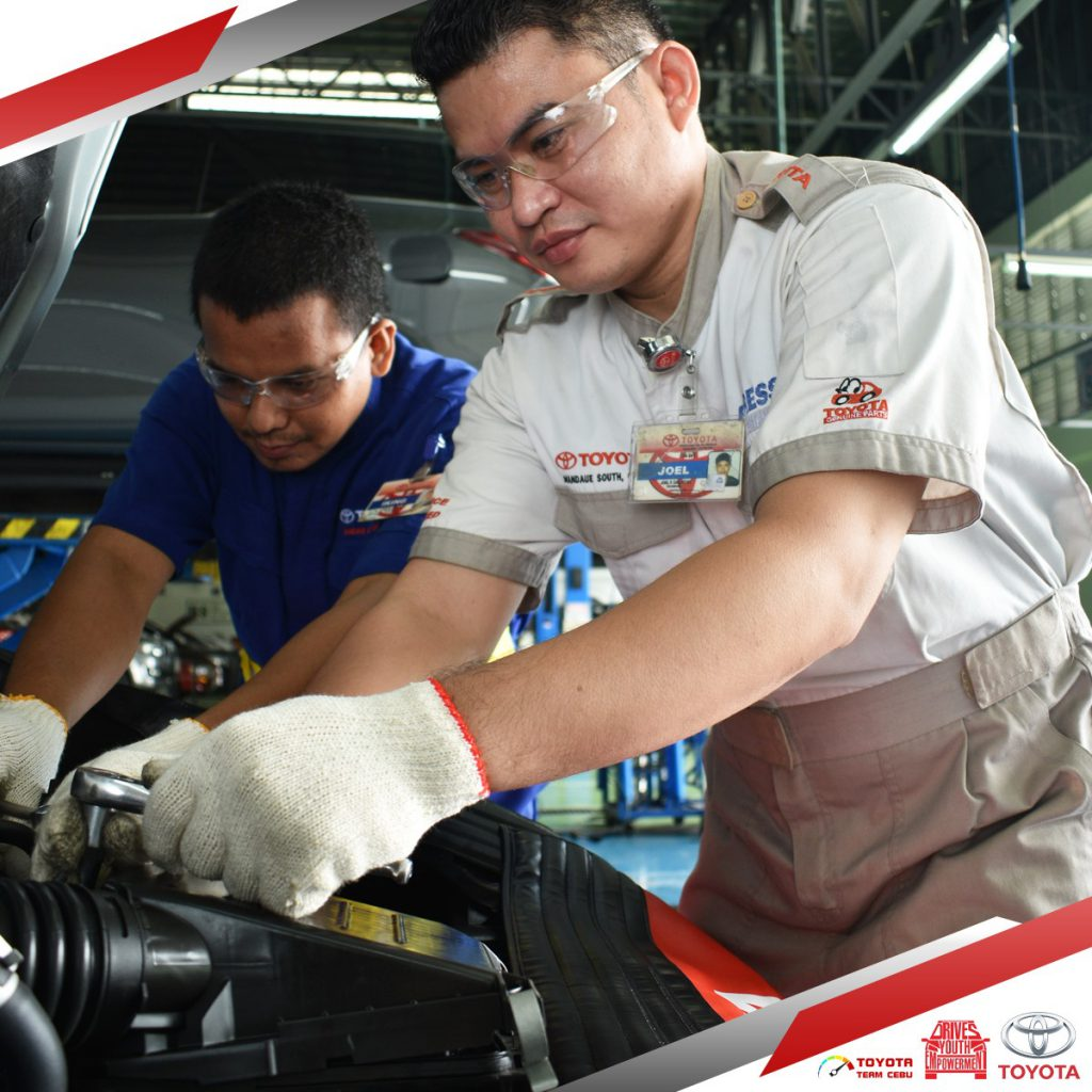 toyota repairman professional qualified trusted car shop